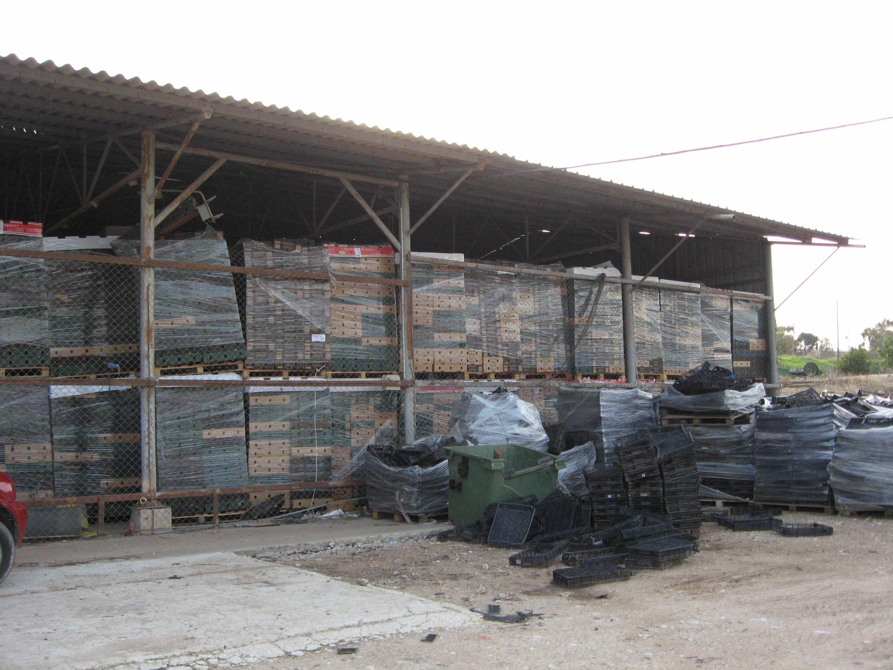 Mehadrin'sstorage house for packaging in Beqa'ot