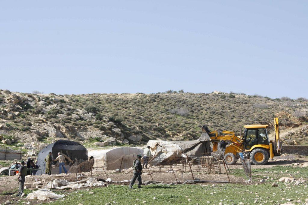 JCB machines demolish Bedouin tents - 16/01/13