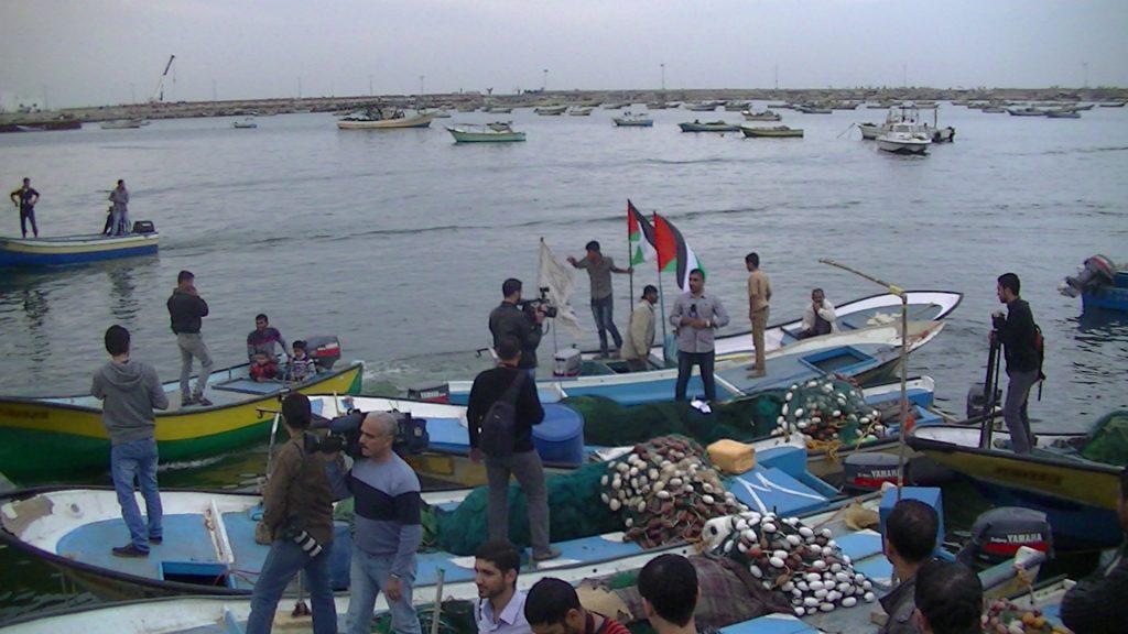 disembarking from El Mena - Sumud Flotilla - 2/12/13